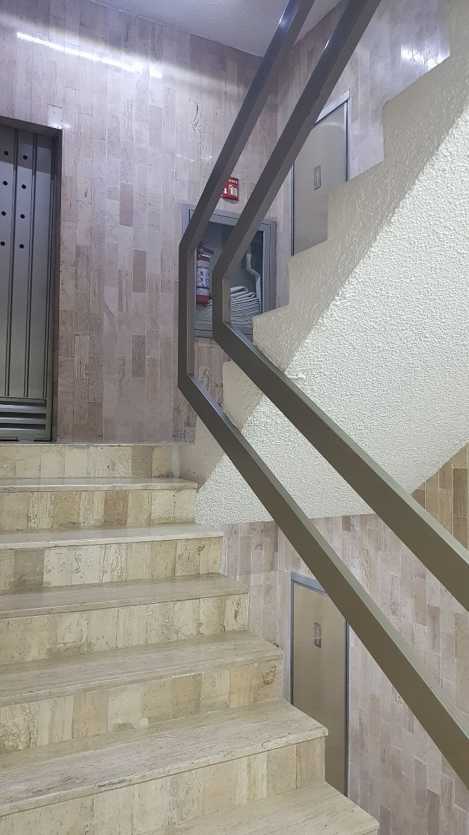 11 de 11: escaleras y baños
