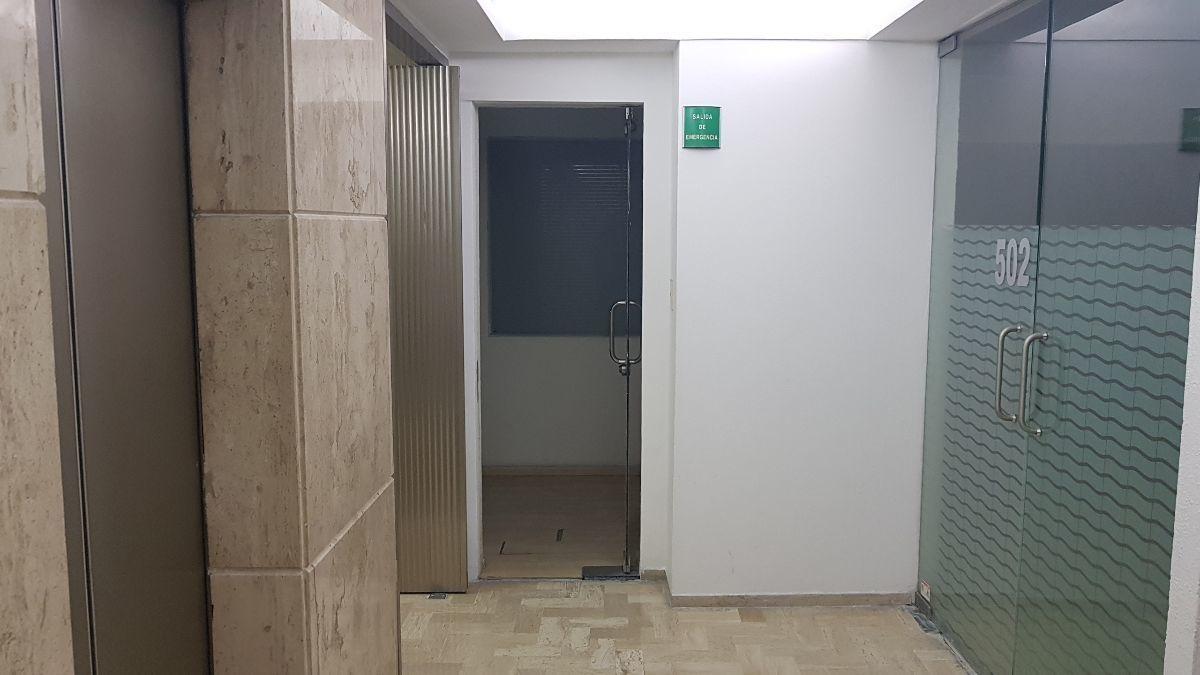 3 de 11: Elevador y 2 accesos a oficina