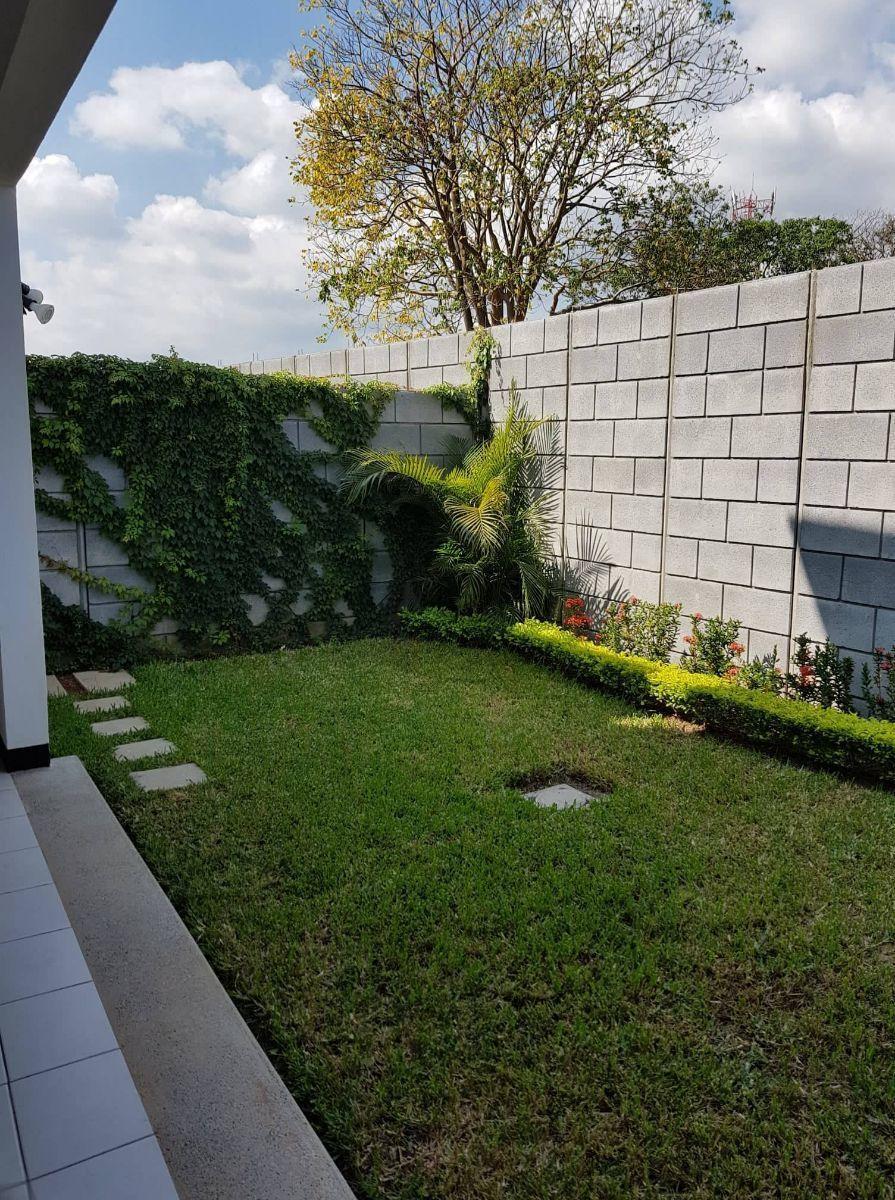 18 de 20: Jardín Casa Roble