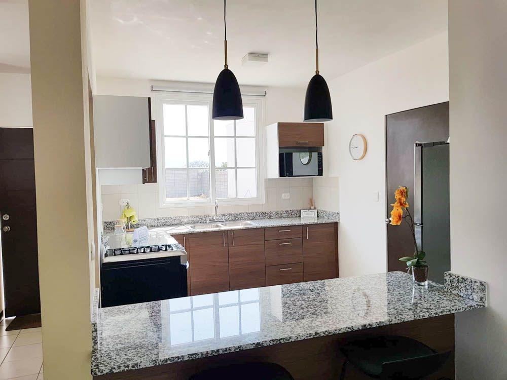19 de 20: Vista interior cocina Casa Roble