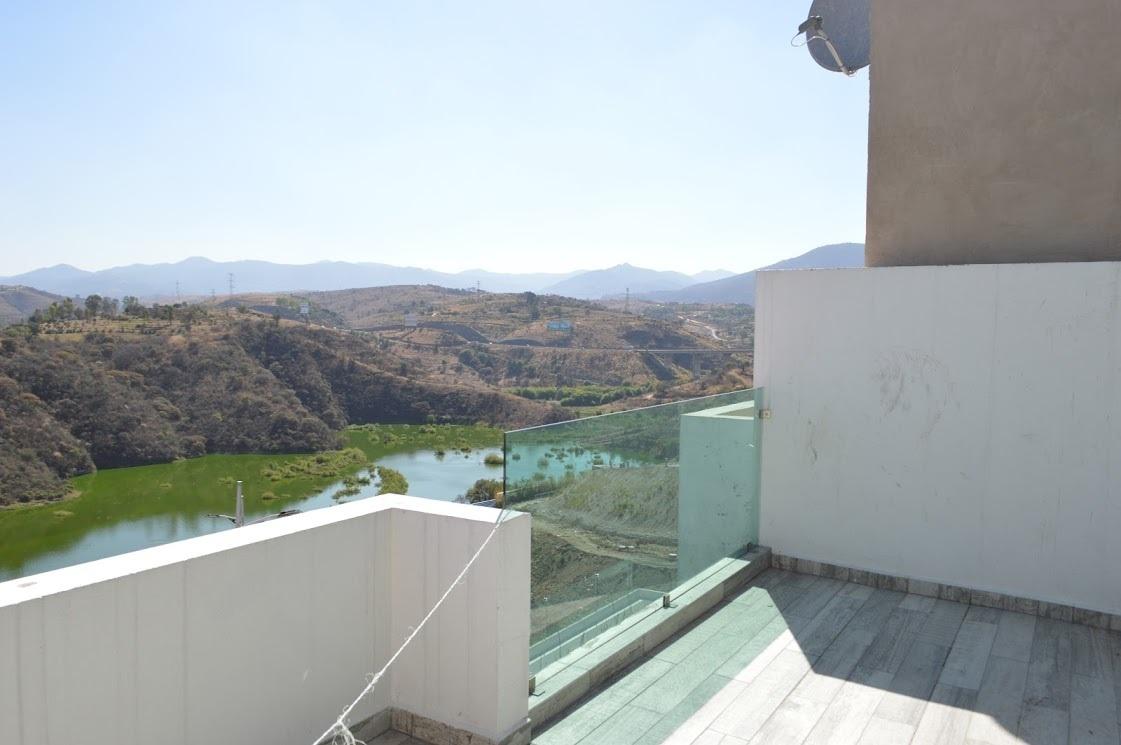 10 de 11: Terraza con vista a la presa.