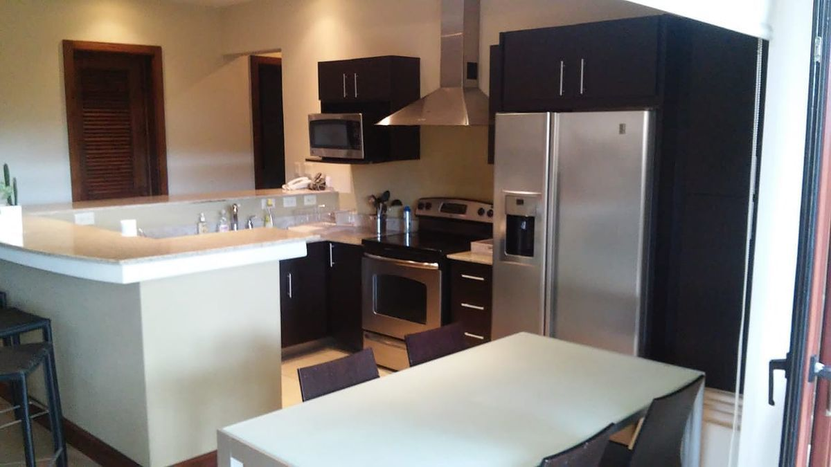 3 of 18: Large equipped kitchen