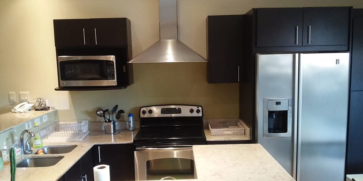 4 of 18: Large equipped kitchen