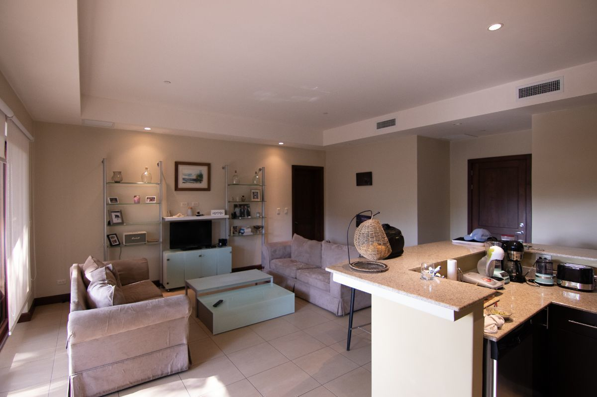 2 of 18: Spacious living room
