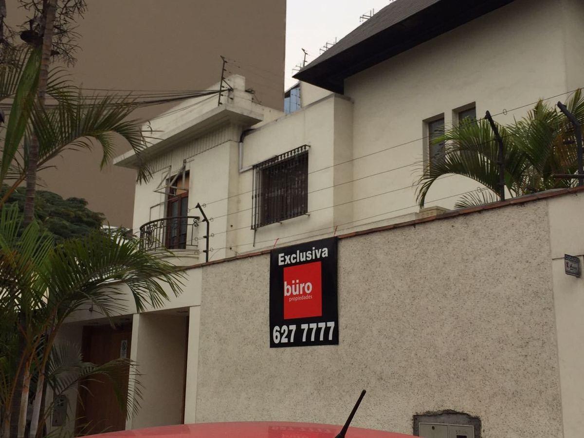 3 de 8: Vista lateral de una de las dos casas