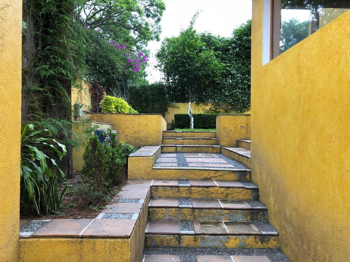 11 de 30: Escalera exterior lateral
