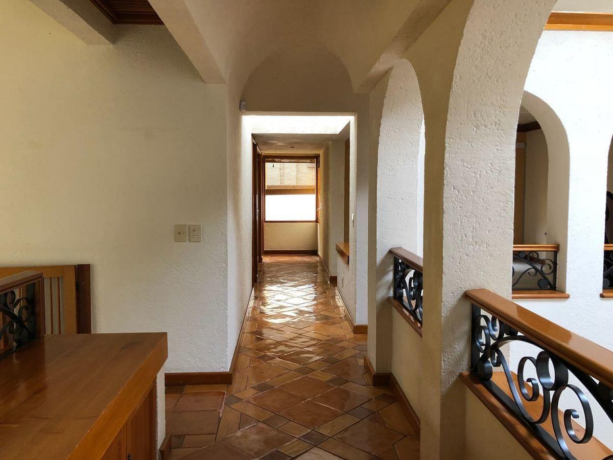 17 de 30: Pasillo en segundo piso