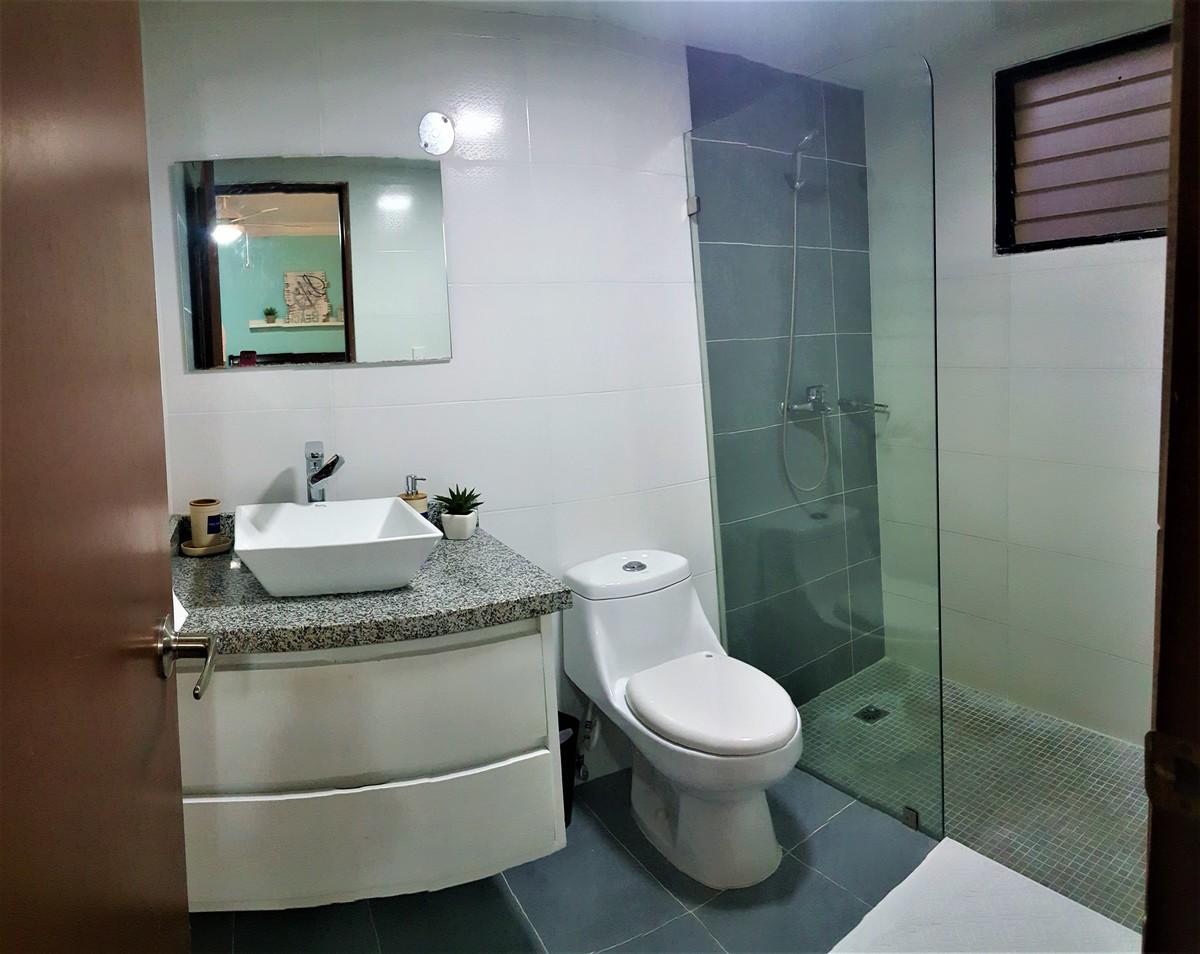 16 de 18: Baño de la habitación principal