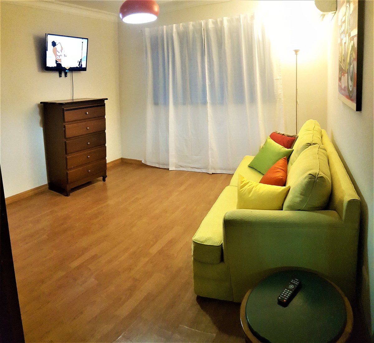 10 de 18: Habitación de estar con TV