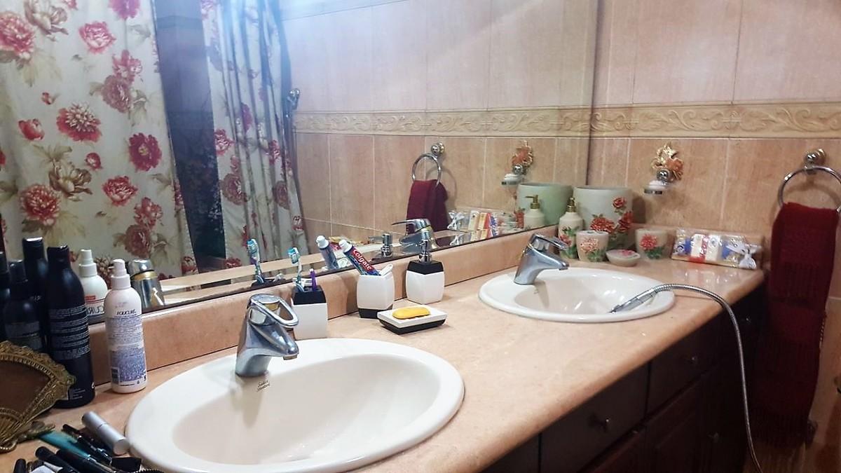 10 de 12: Detalle de baño principal