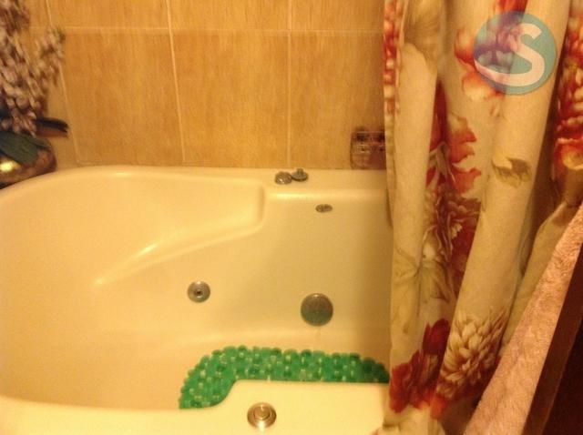 11 de 12: Detalle de baño principal con jacuzzi
