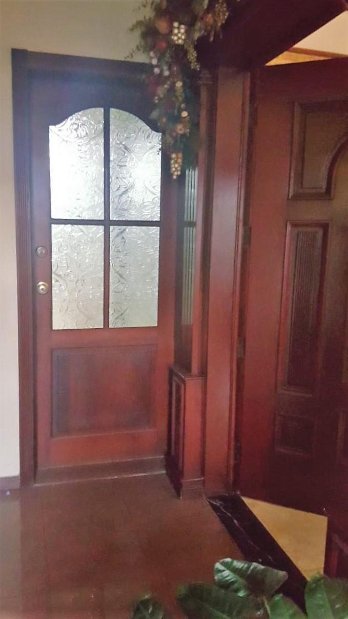 12 de 12: Detalle de puertas en madera caoba