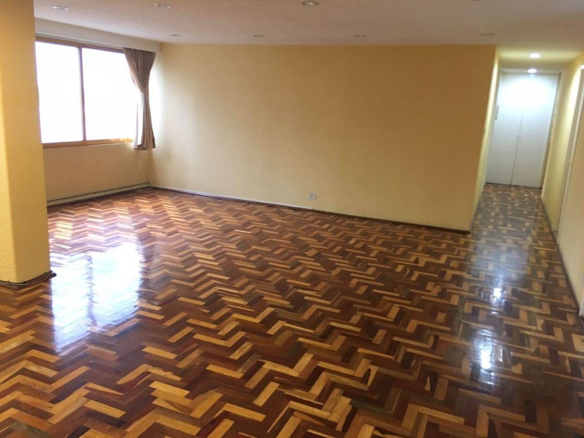 1 de 16: sala amplia y muy iluminada, piso de parquet