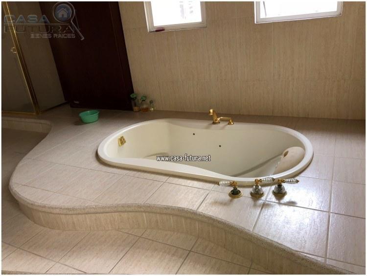 17 de 20: Jacuzzi en baño principal