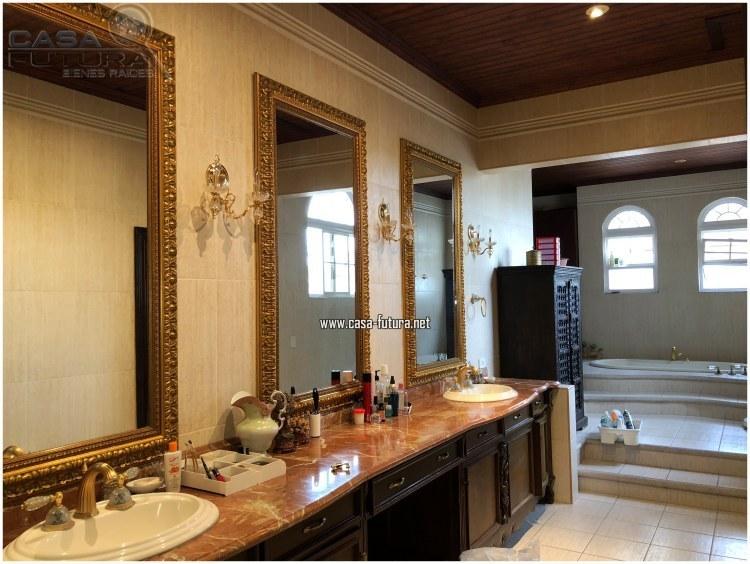 14 de 20: Doble lavamanos en baño principal