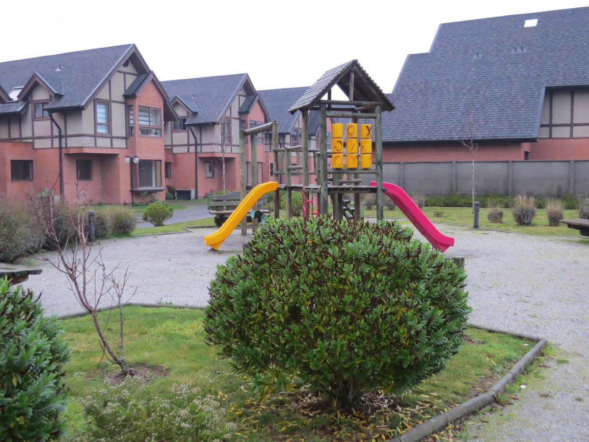 2 de 9: Juegos infantiles condominio