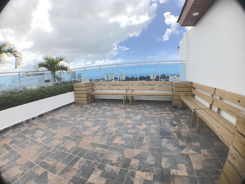 3 de 10: Cómoda y amplia area de terraza con vista despejada al Sur
