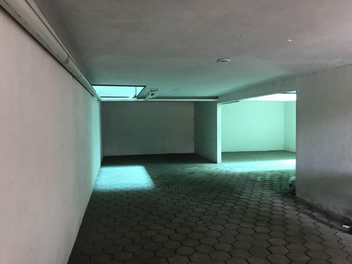4 de 7: Estacionamiento techado