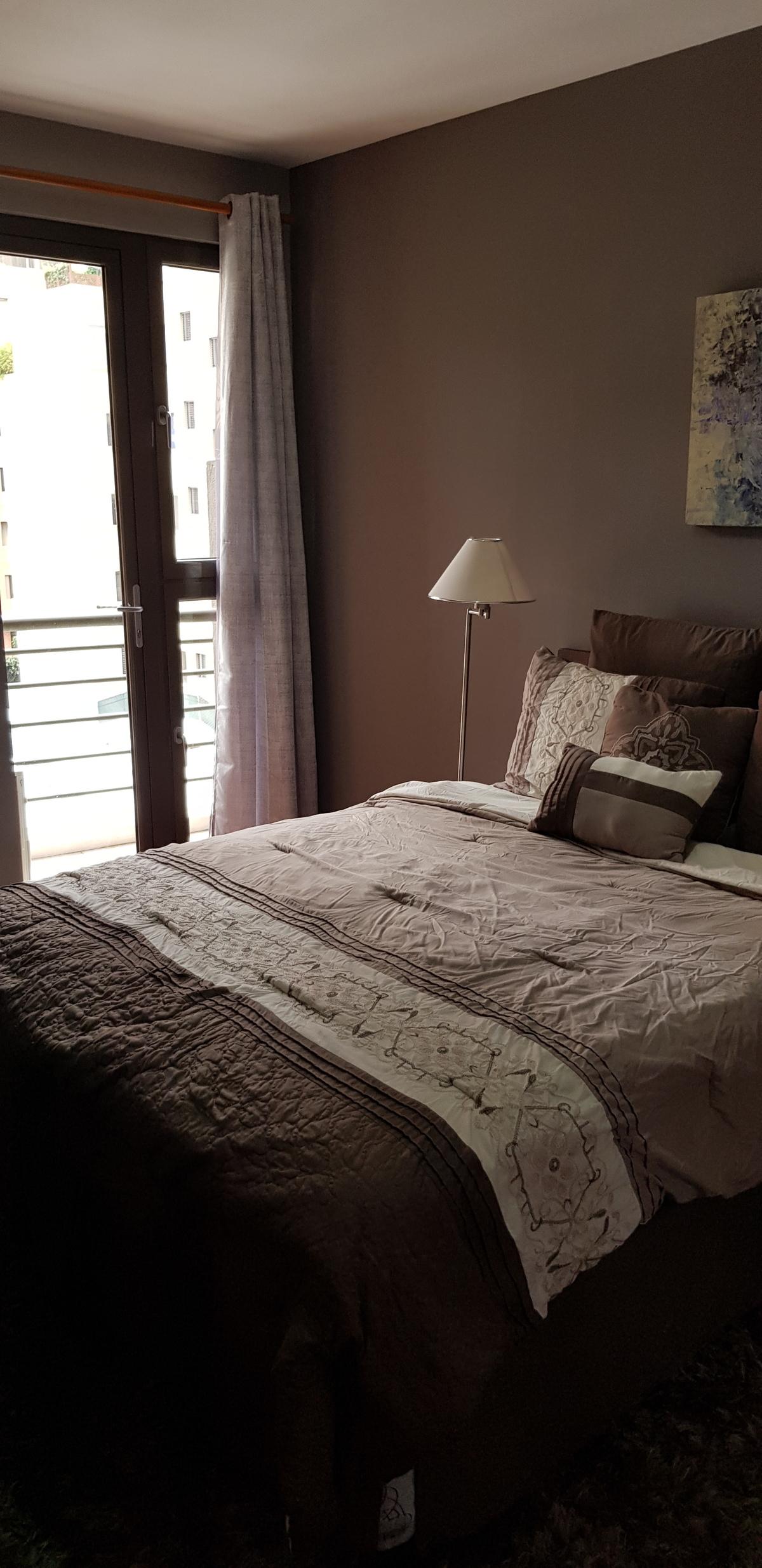 3 de 6: Dormitorio con balcón