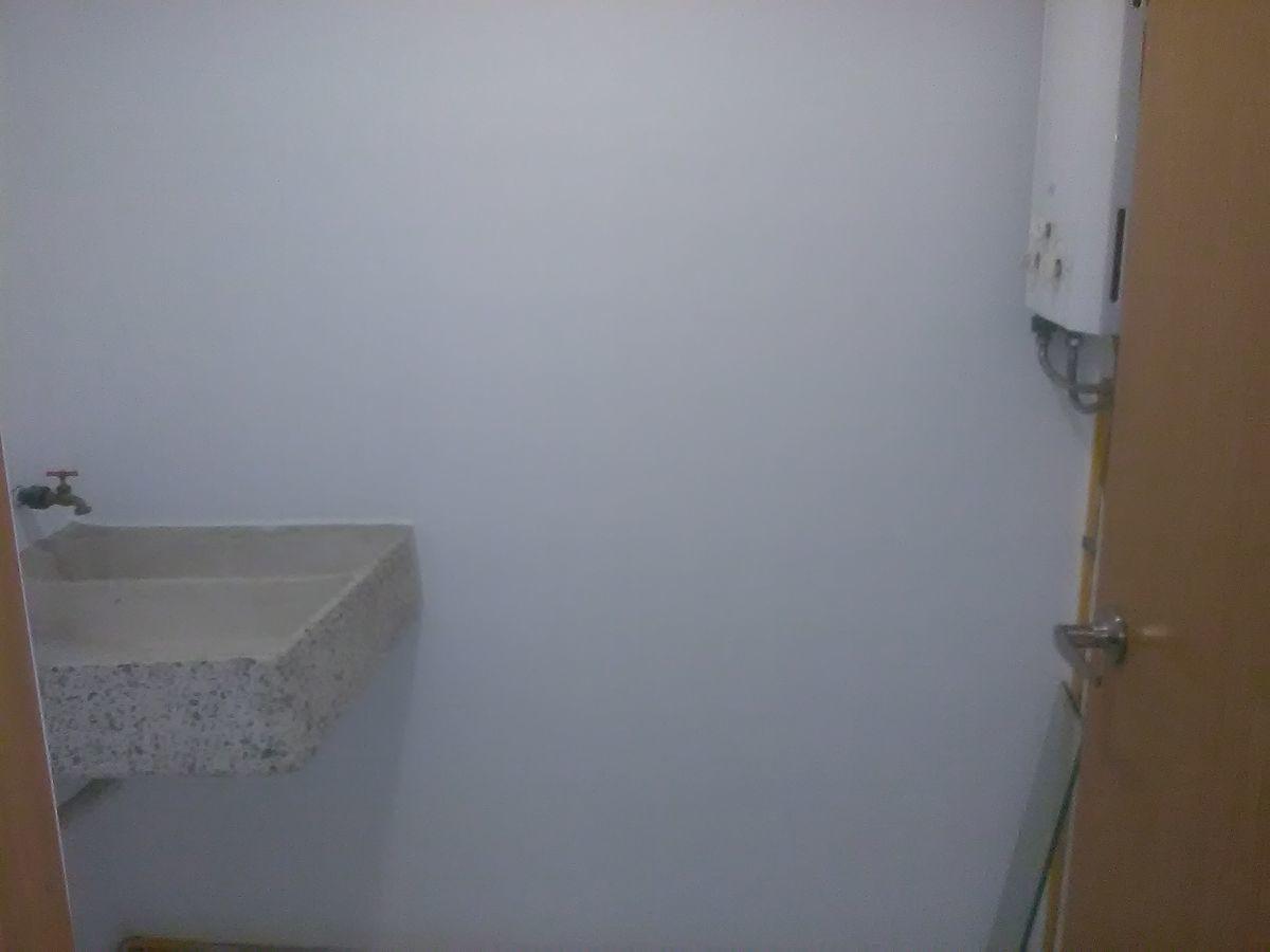 16 de 21: Patio se Servicio con Boiler
