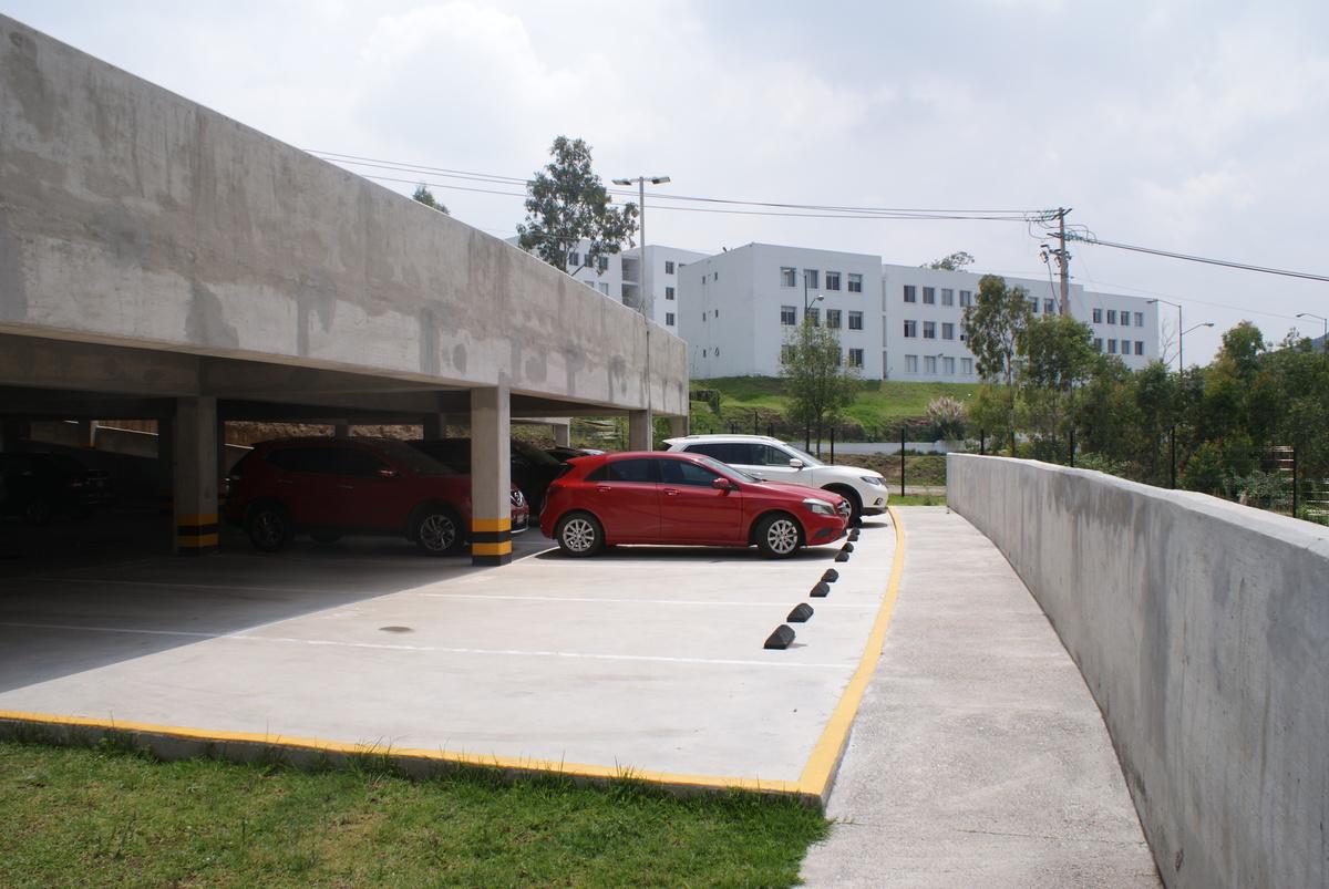 4 de 31: Estacionamiento