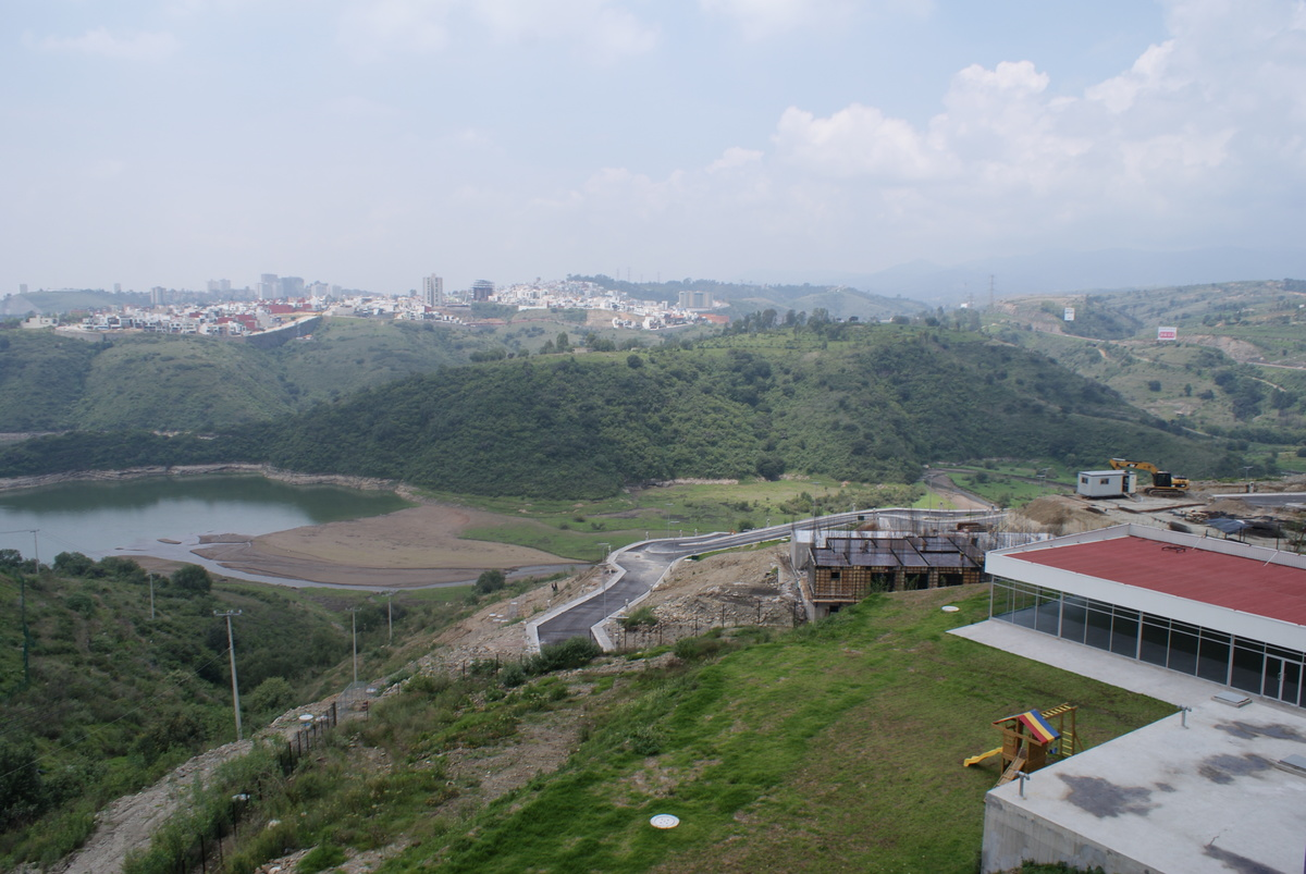 10 de 31: Vista a Presa Madín desde la recámara del departamento
