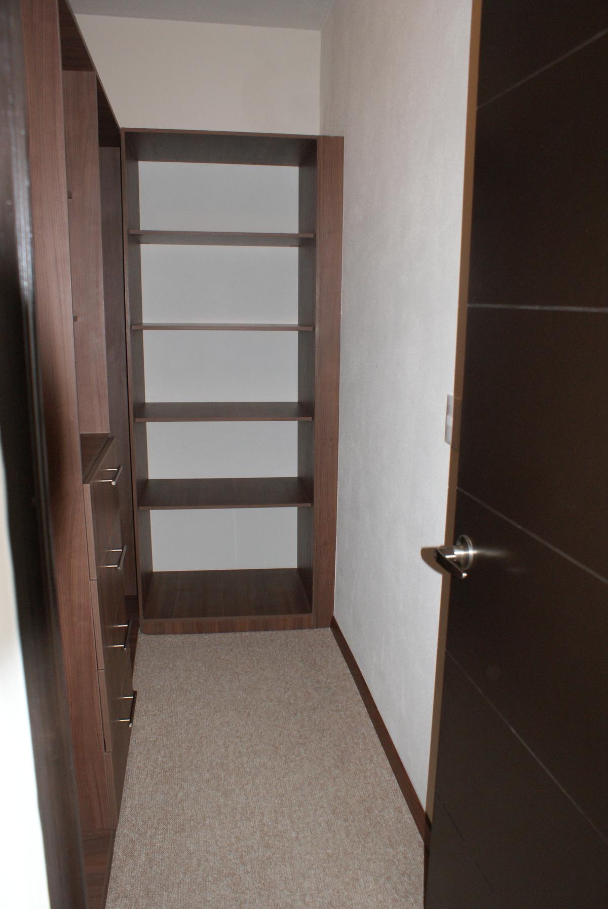 12 de 31: Walk in closet