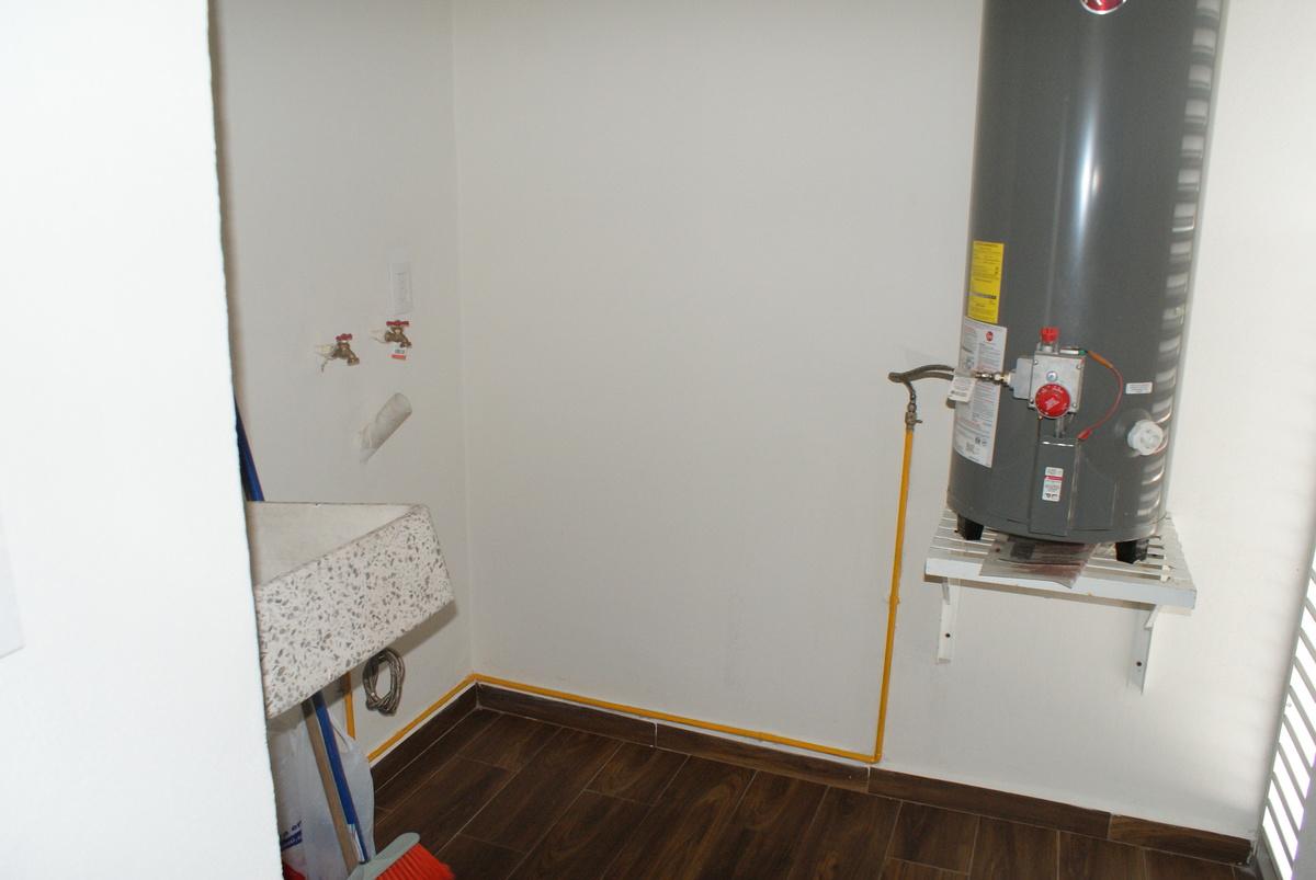 19 de 31: Área de lavado y calentador