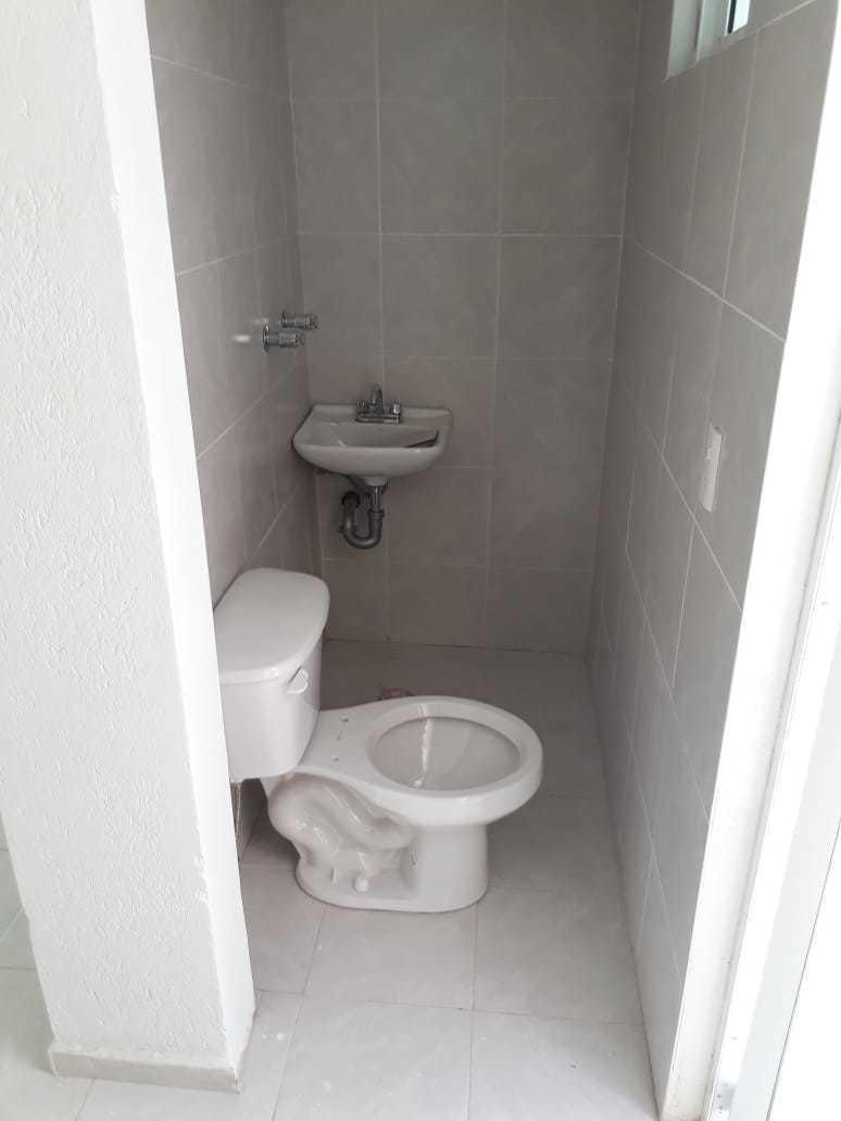 39 de 42: Baño en cuarto de servicio