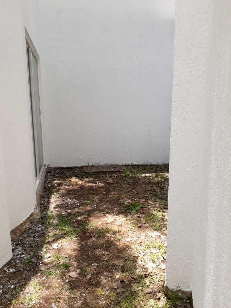 21 de 42: El acceso al jardín puede ser desde sala comedor o cocina