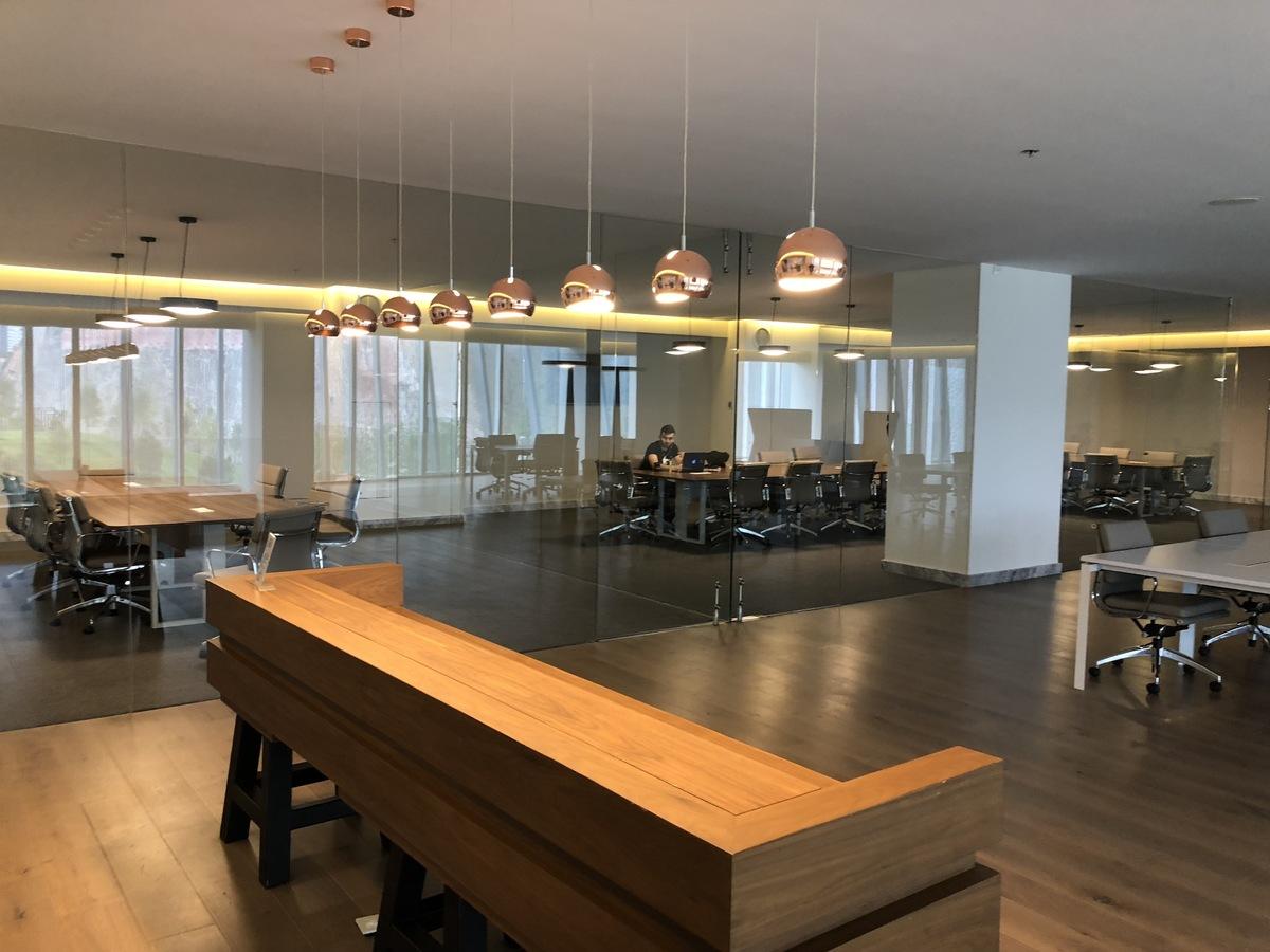 24 de 34: Business Center