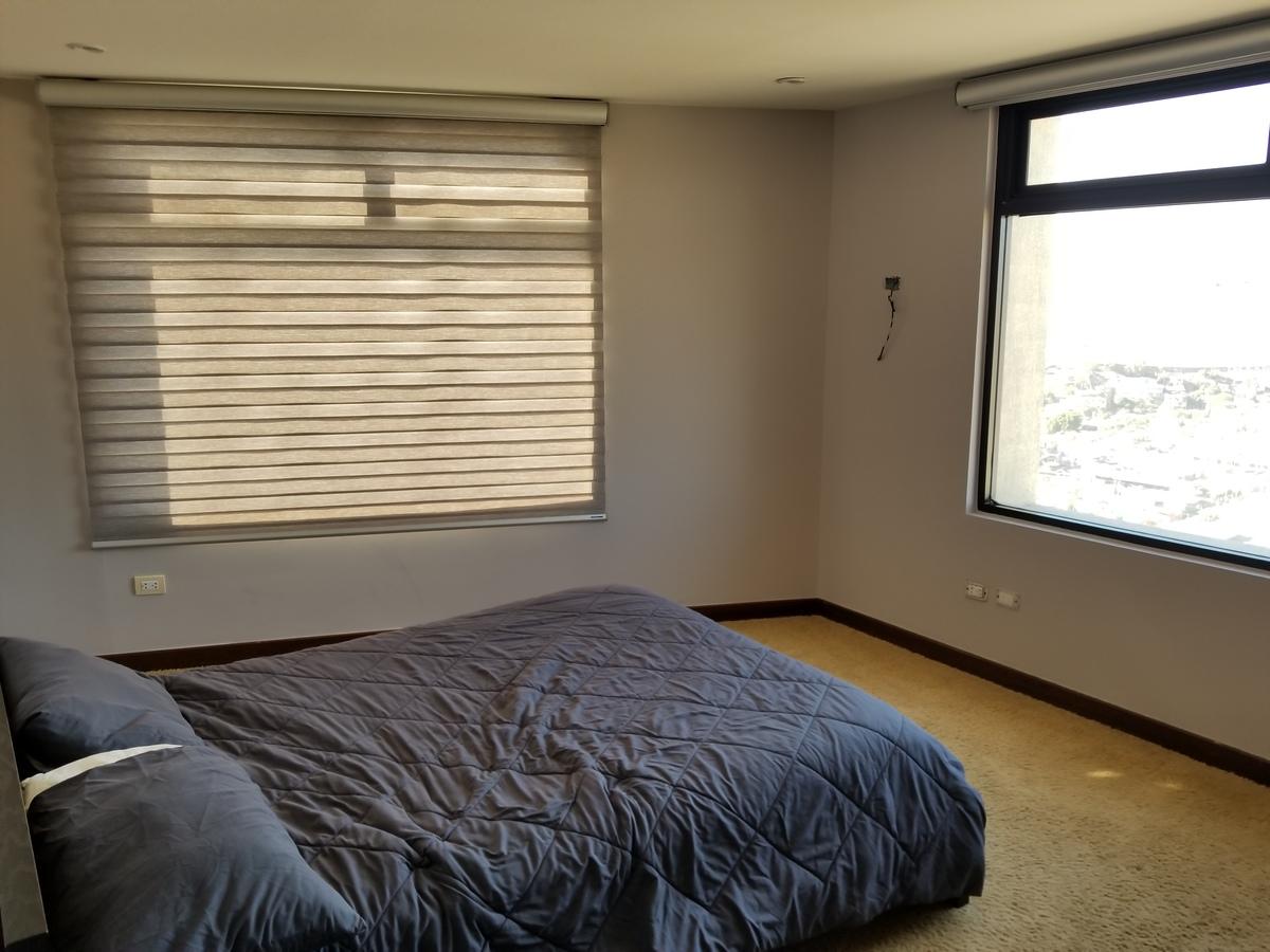 16 de 39: Recamara secundaria con doble ventana y cama