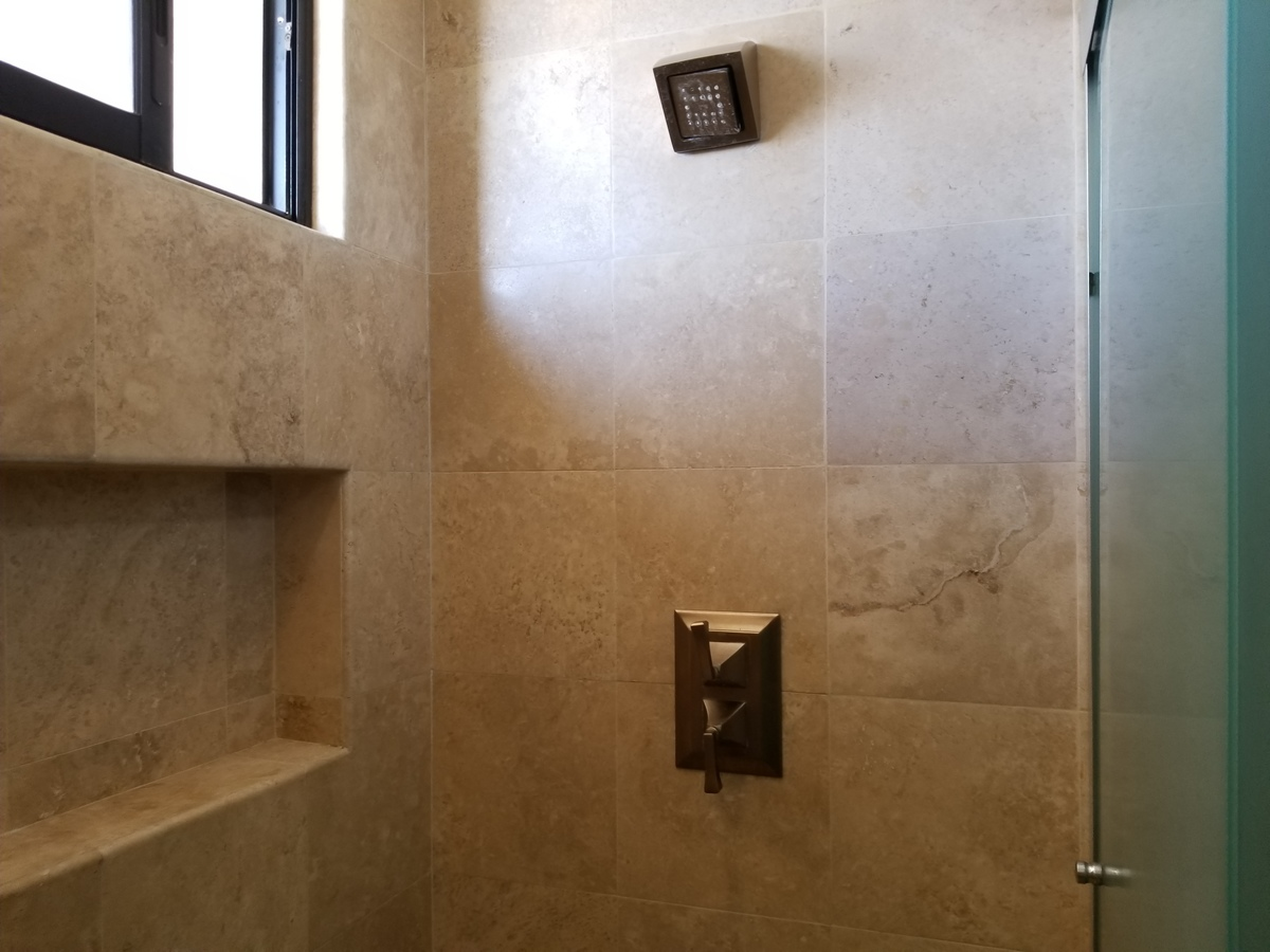 19 de 39: Regadera, baño recamaras secundarias