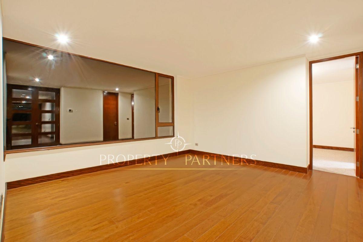 9 de 11: Sala de estar, que comparten dormitorios adicionales