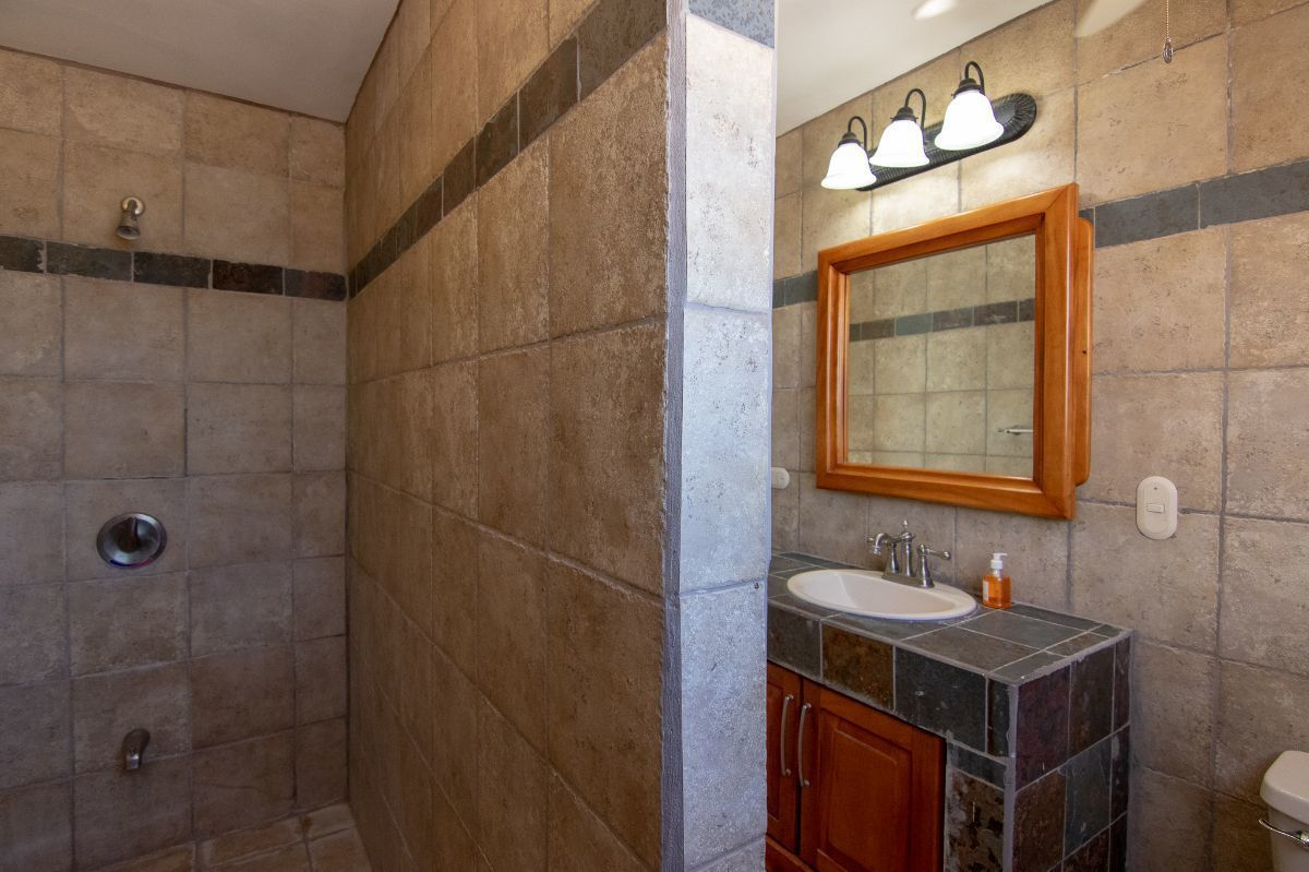 13 of 14: 2n bathroom on the second floor