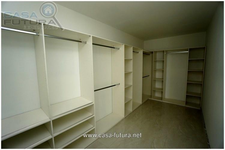 7 de 35: Walking closet en habitacion principal