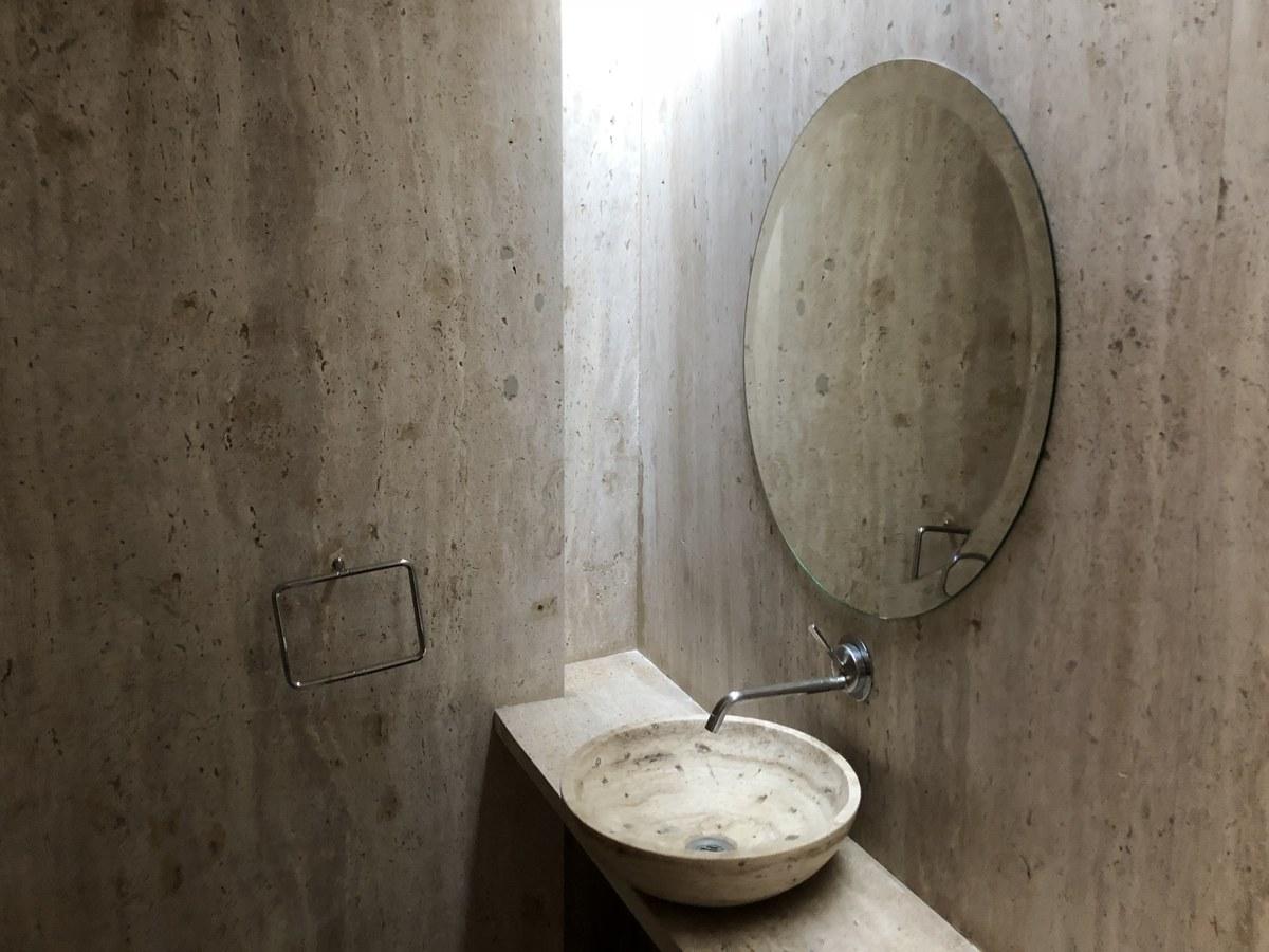 32 de 34: baño de visitas
