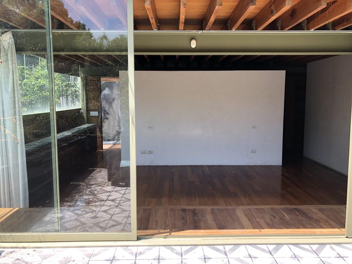 17 de 34: Recamara principal con piso de madera