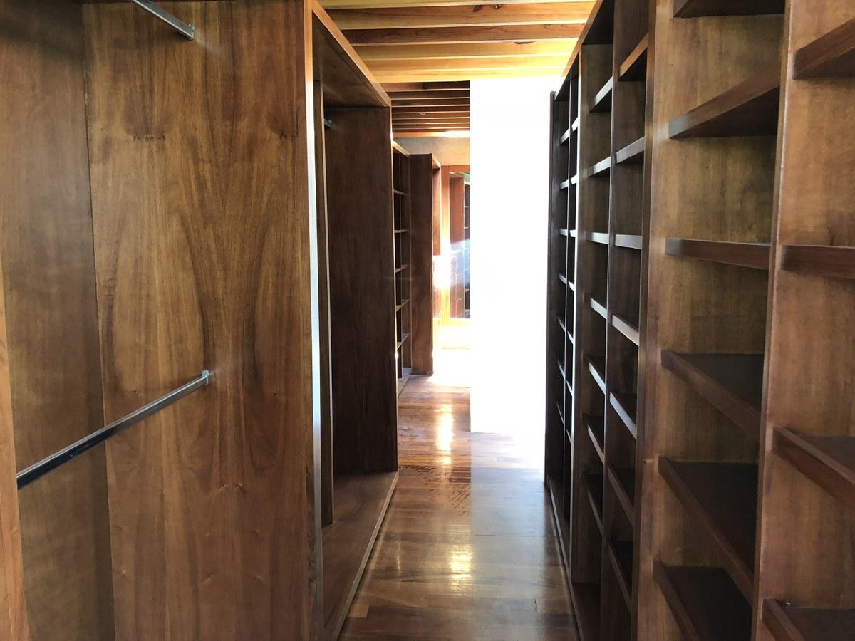 22 de 34: Closet de madera