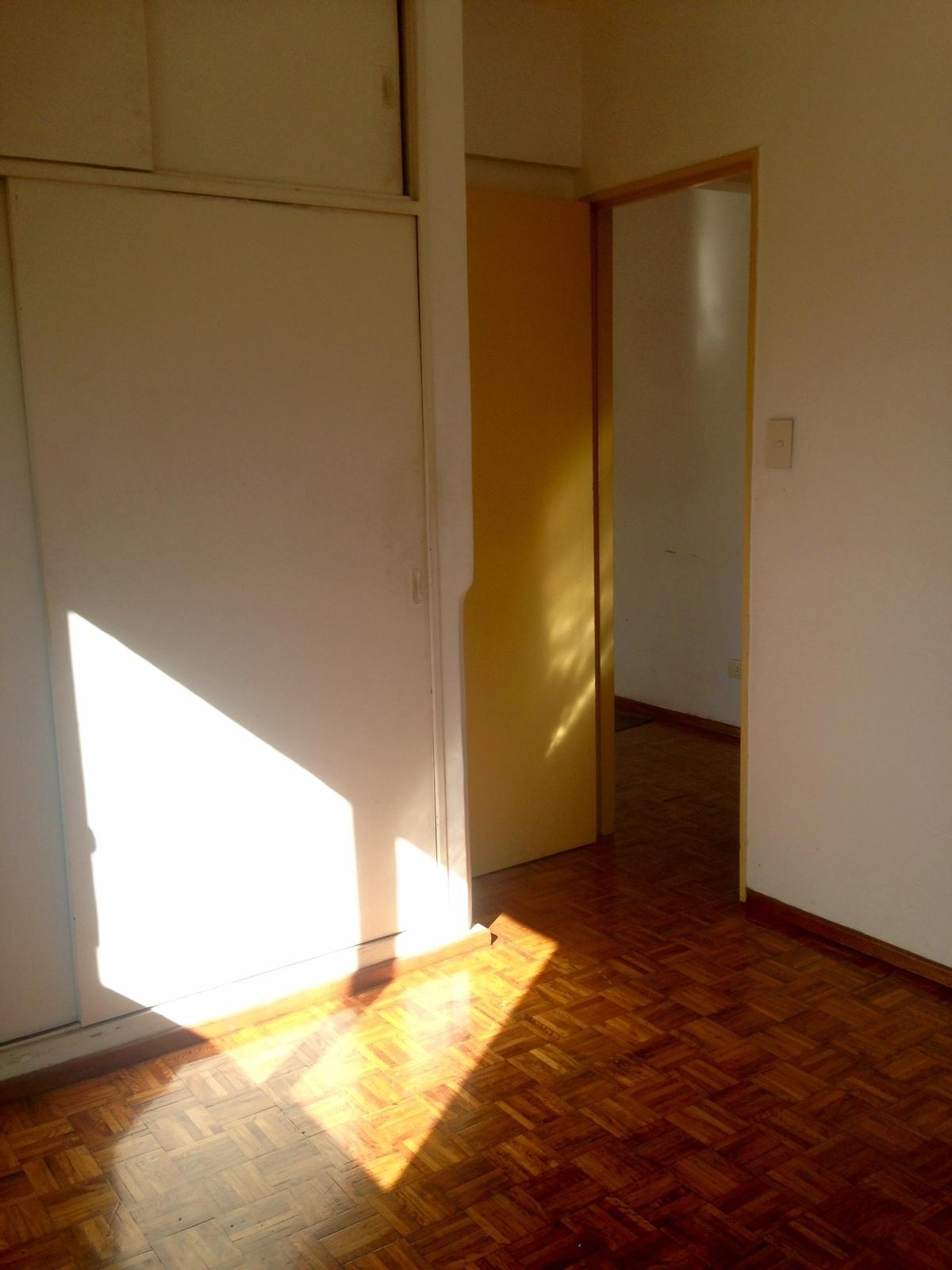 10 de 13: Dormitorio con placard