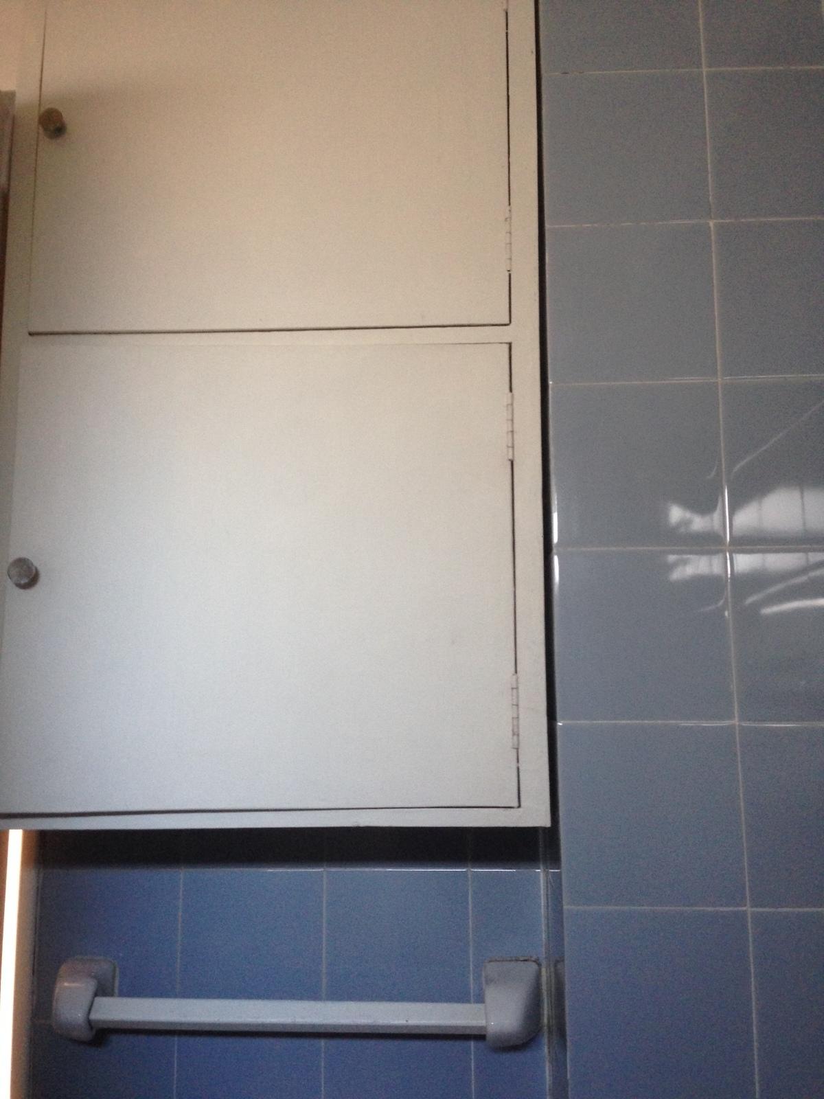 21 de 21: Baño mueble de guardado