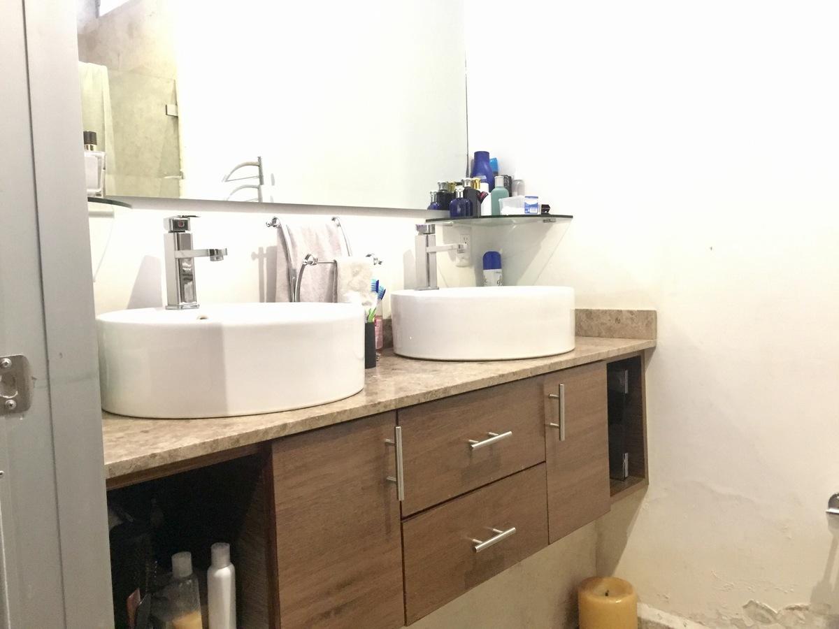 14 de 23: Baño habitación principal