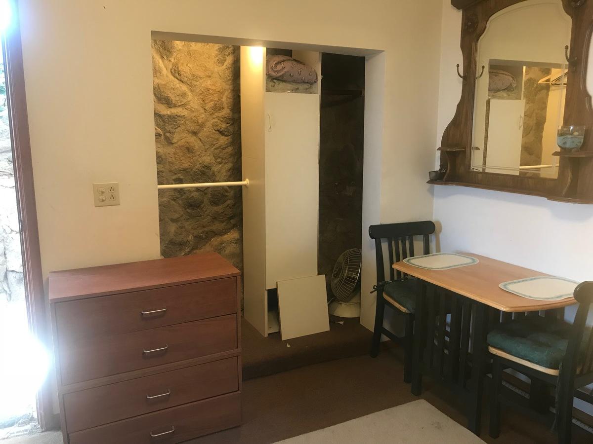 28 de 28: departamento amueblado con comedor, cocineta y baño completo