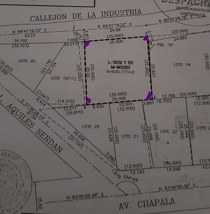 2 de 3: A una cuadra calle Chapala