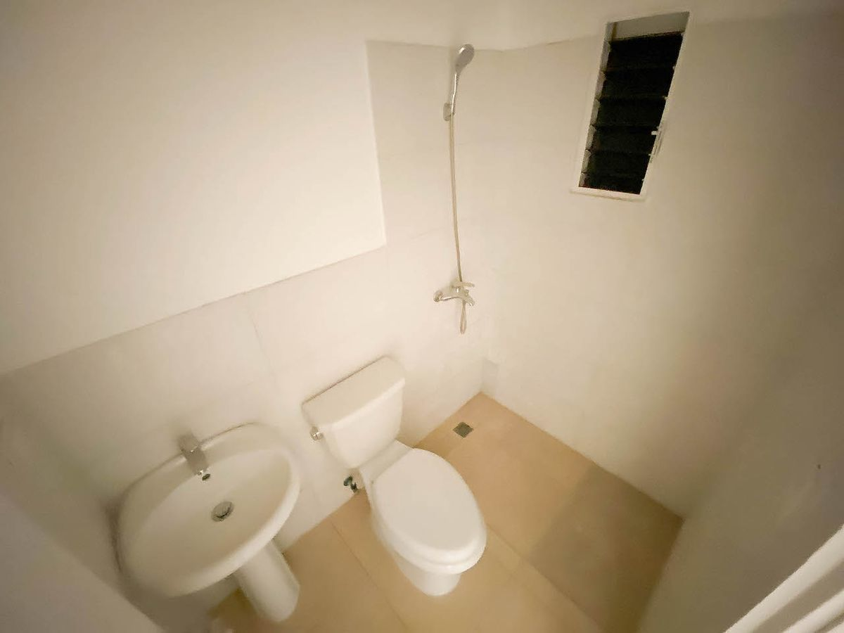 10 de 11: Baño Habitación #2 y 3