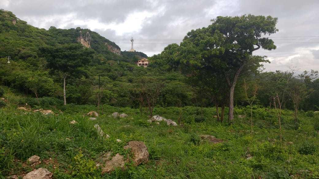 2 de 10: Vista del Cristo de Copoya desde la propiedad