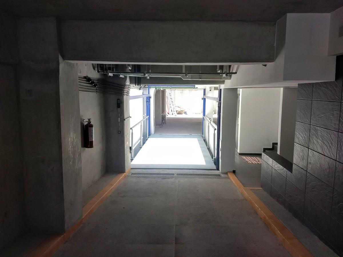 30 de 31: Rampa de acceso a estacionamiento