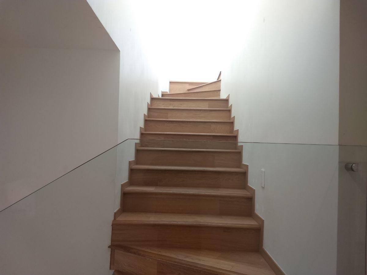 18 de 31: Escaleras