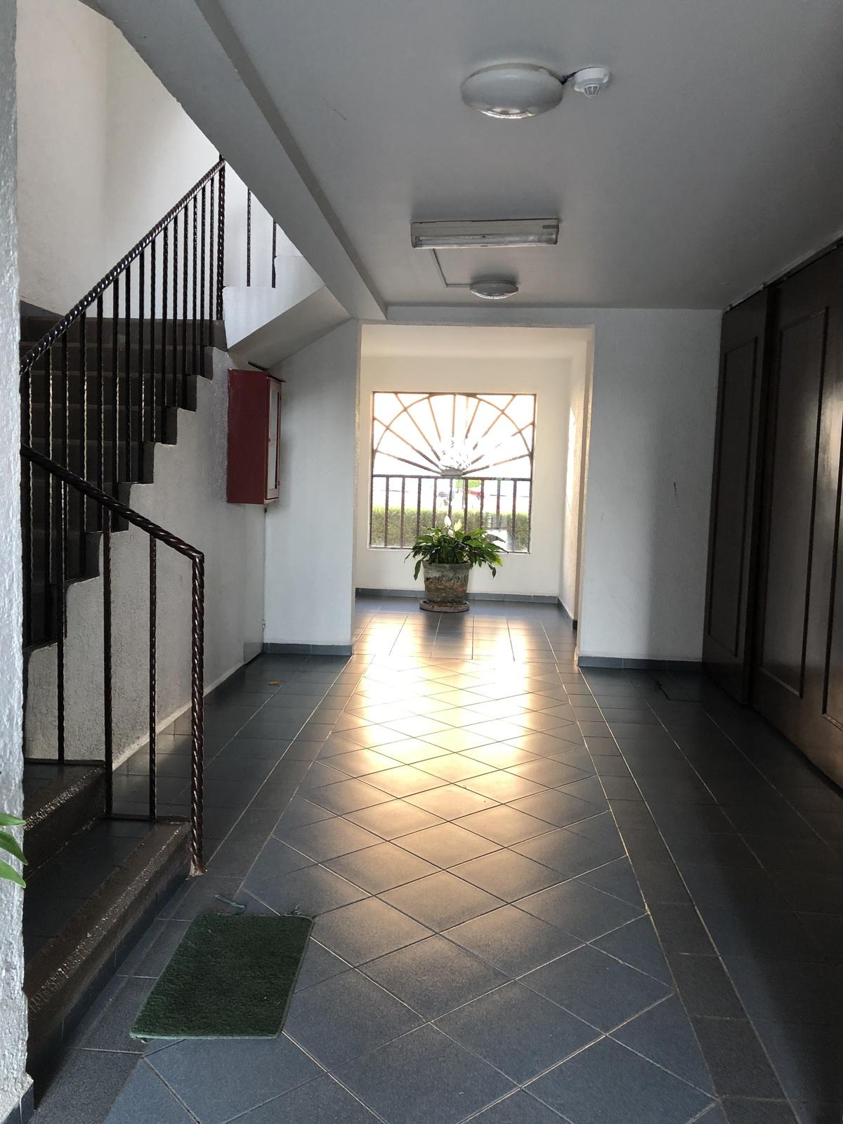 3 de 14: Hallway