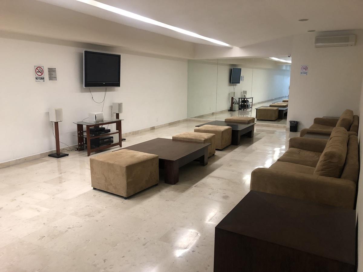 26 de 30: Sala de TV común